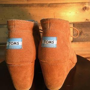 Toms suede desert camel wedge